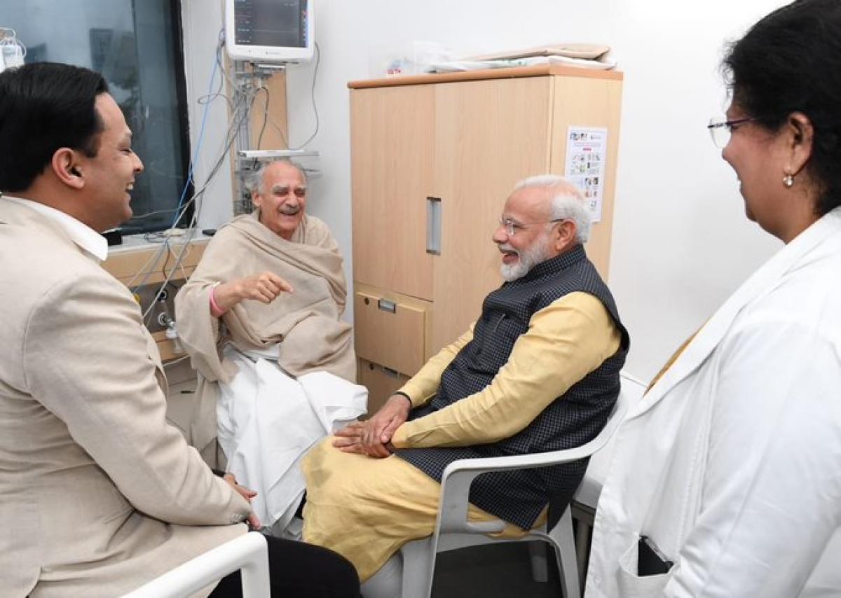 PM Modi shows his magnanimous side, meets vocal critic Arun Shourie