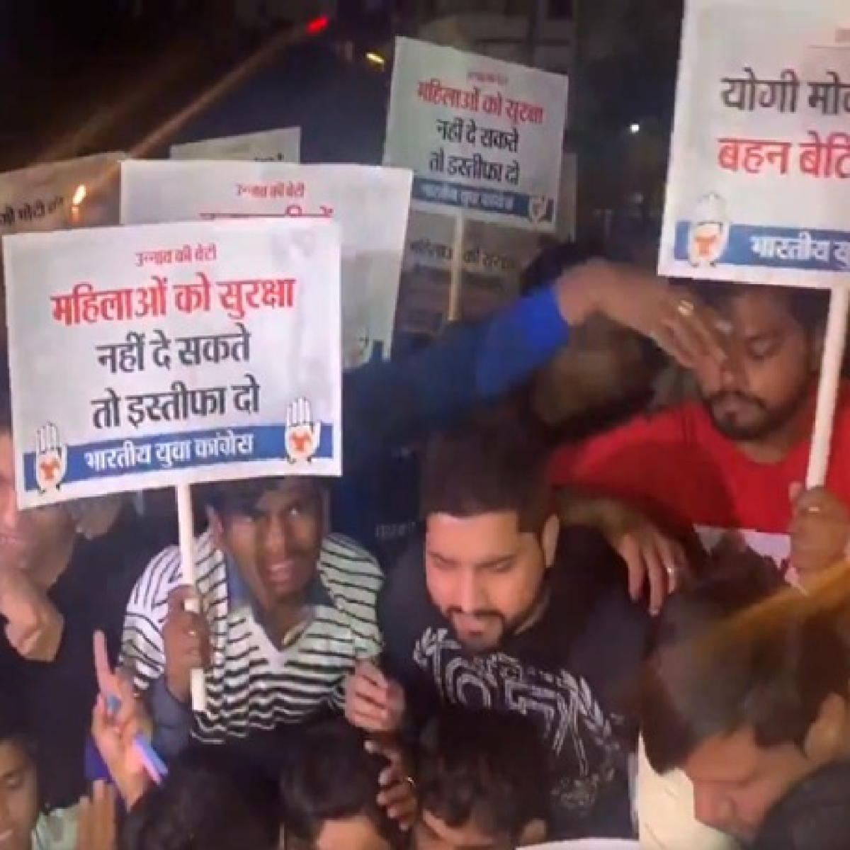 Unnao: Massive protest by Opposition parties