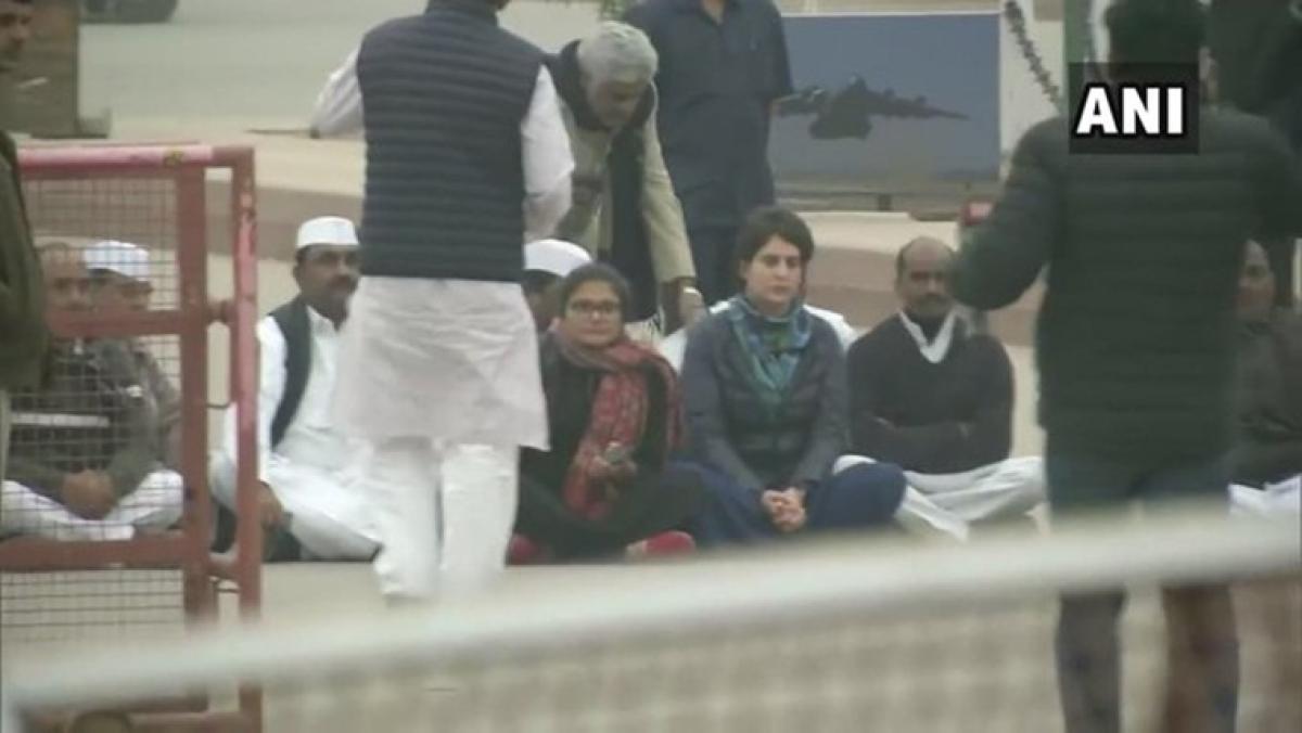 Priyanka Gandhi stands with Jamia Millia students, leads symbolic protest in Delhi