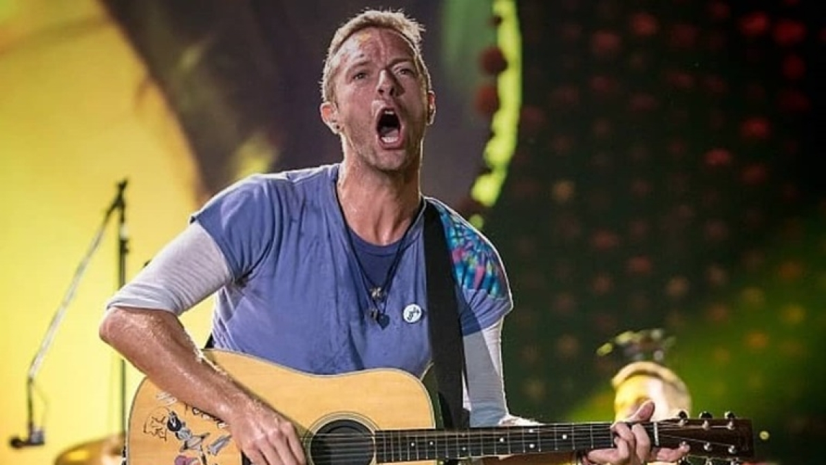 Chris Martin shares his tryst with sexuality, says he was a 'very homophobic' teenager