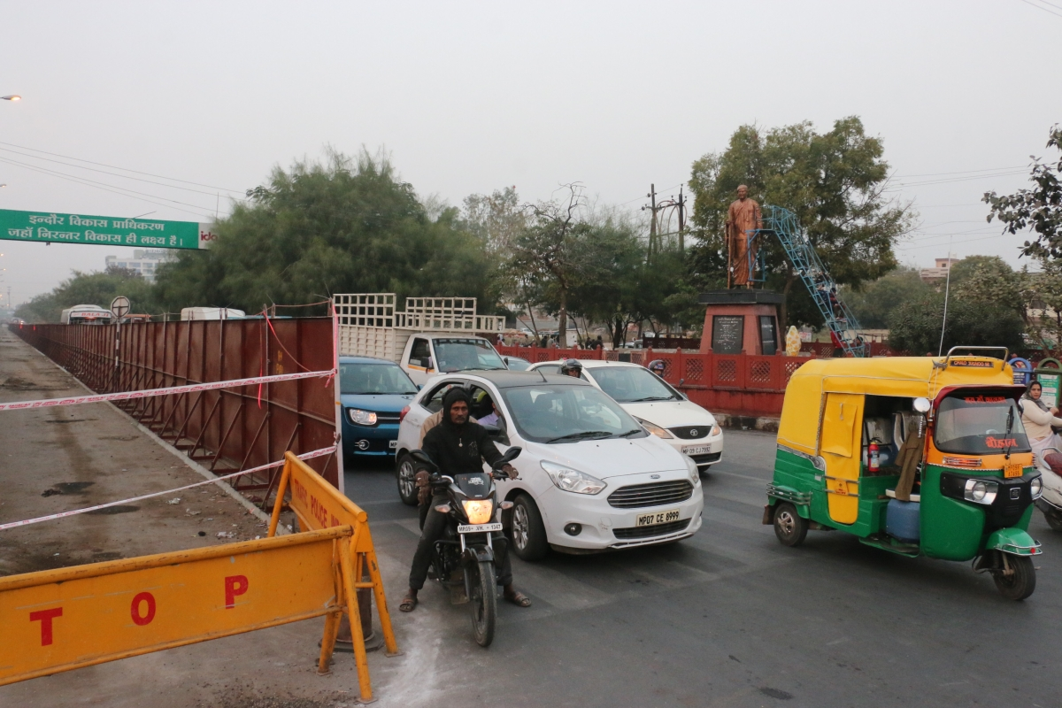 Metro rail project in Indore: Traffic jams, disputes at construction sites