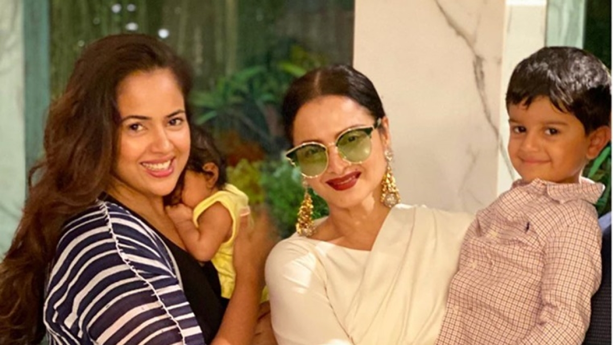 Sameera Reddy can't stop fangirling around Rekha, calls her a 'legend'