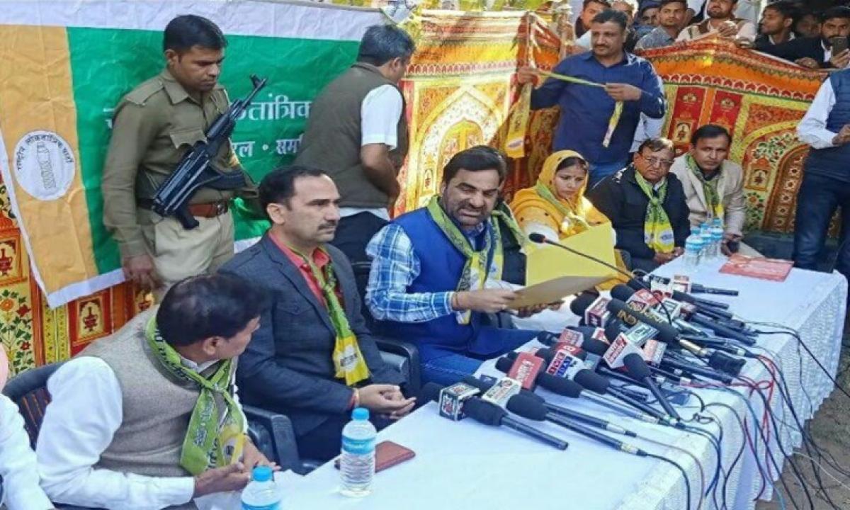 Hanuman Beniwal asks CM Gehlot to go to Pakistan