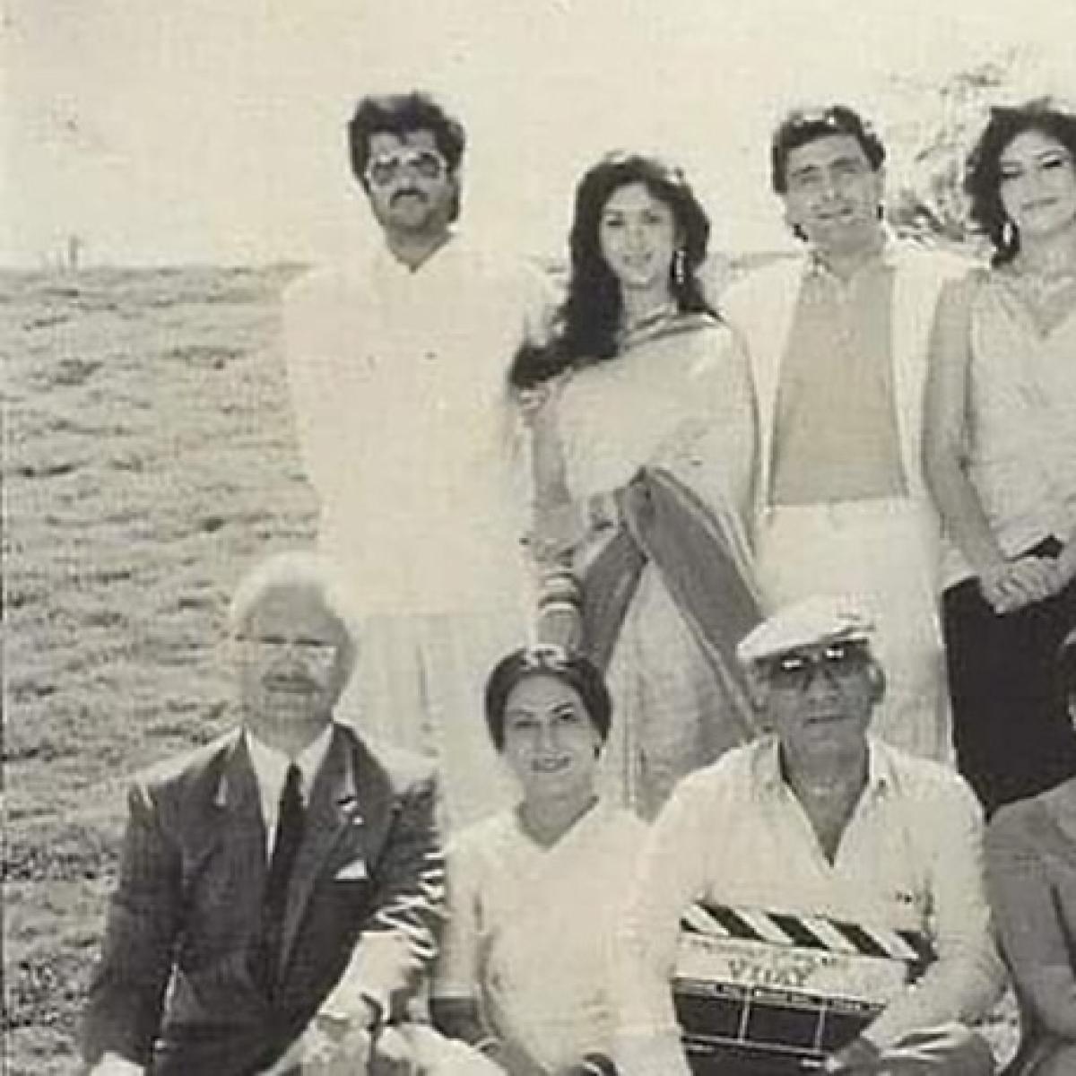 Legends in a frame: Rajesh Khanna, Anupam Kher, Yash Chopra, Rishi & Anil Kapoor in rare throwback pic