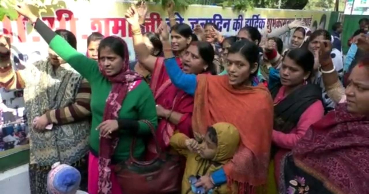 Bhopal: Wives of constables protest against ADG