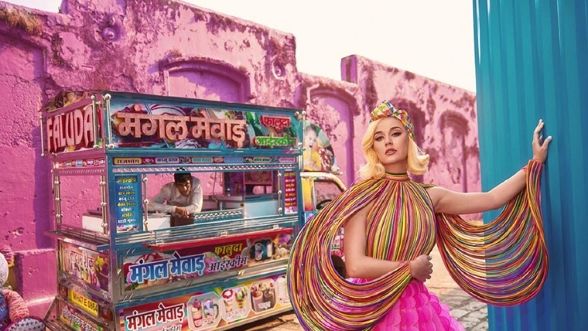 Katy Perry's latest magazine photoshoot has something every Mumbaikar loves