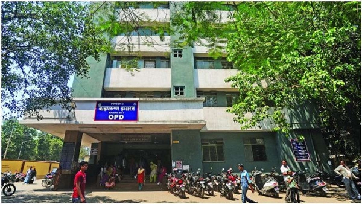 Sion hospital guard suspended for allowing drunk vada-pav vendor to enter