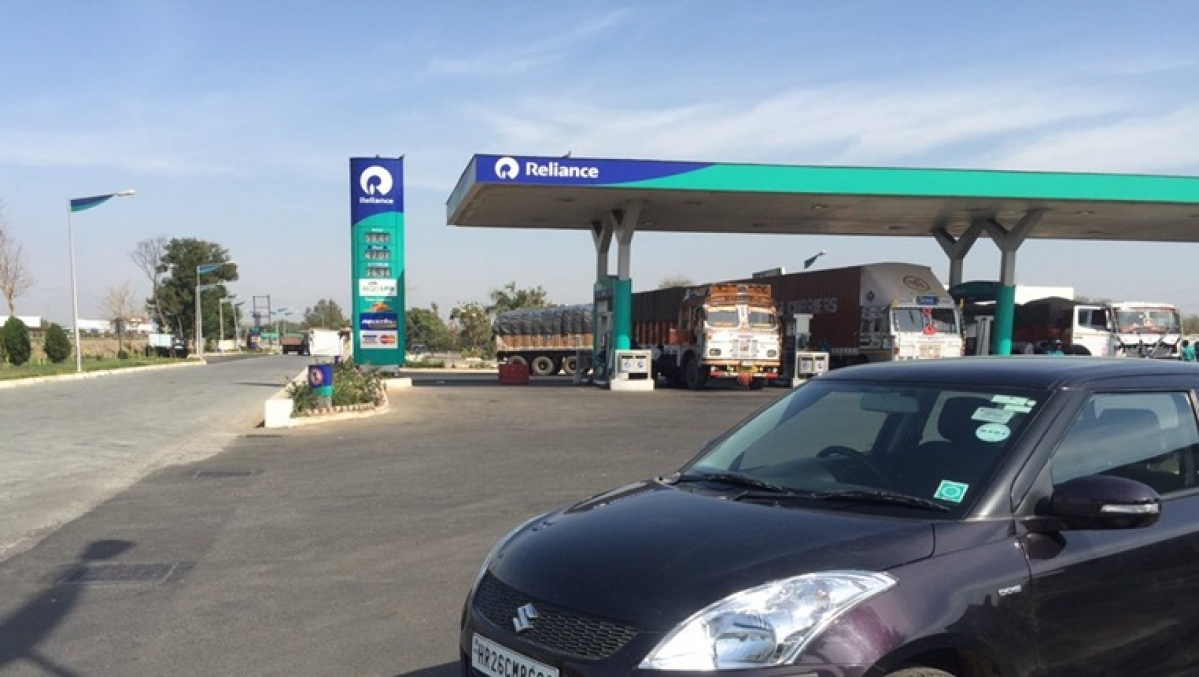 Reliance outpaces industry in petrol, diesel sales from its outlets