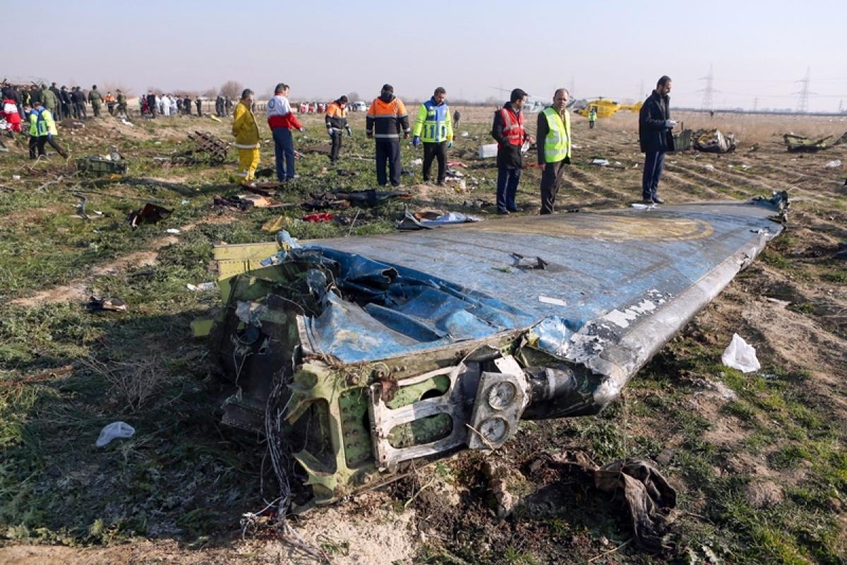 176 die in crash but Tehran won't give black boxes