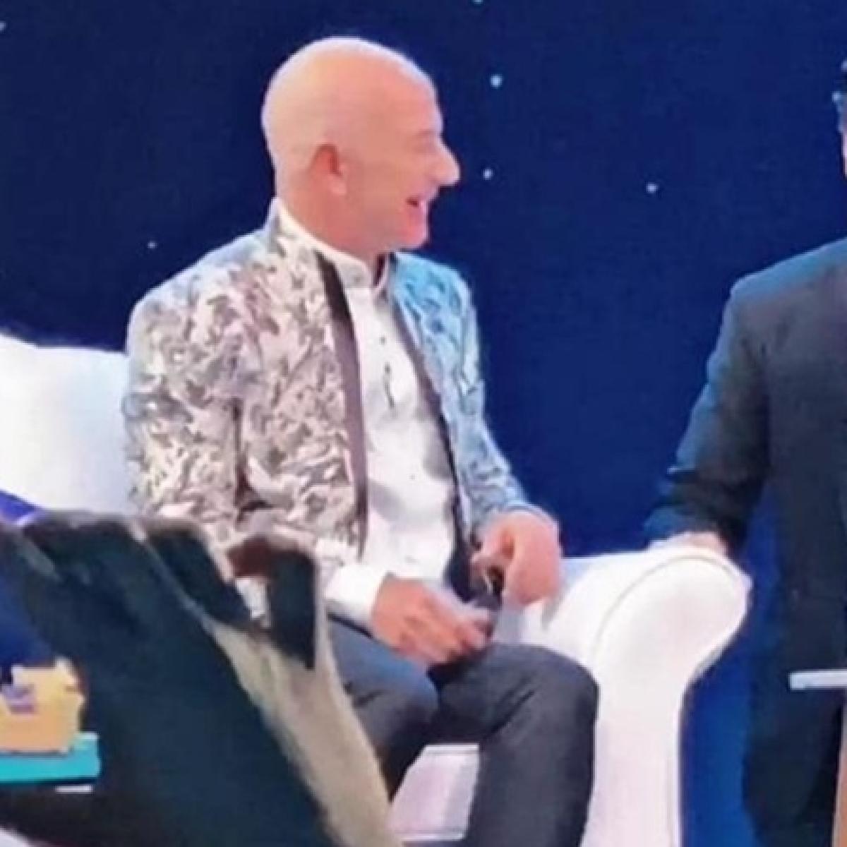 Watch: Shah Rukh Khan makes Amazon  CEO Jeff Bezos say the iconic 'Don' dialogue