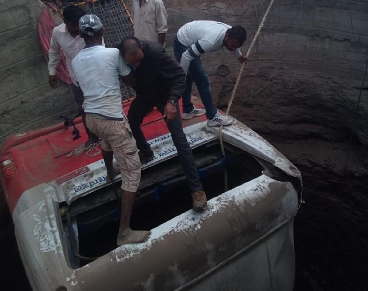 21 die as bus, auto-rickshaw collide in Nashik