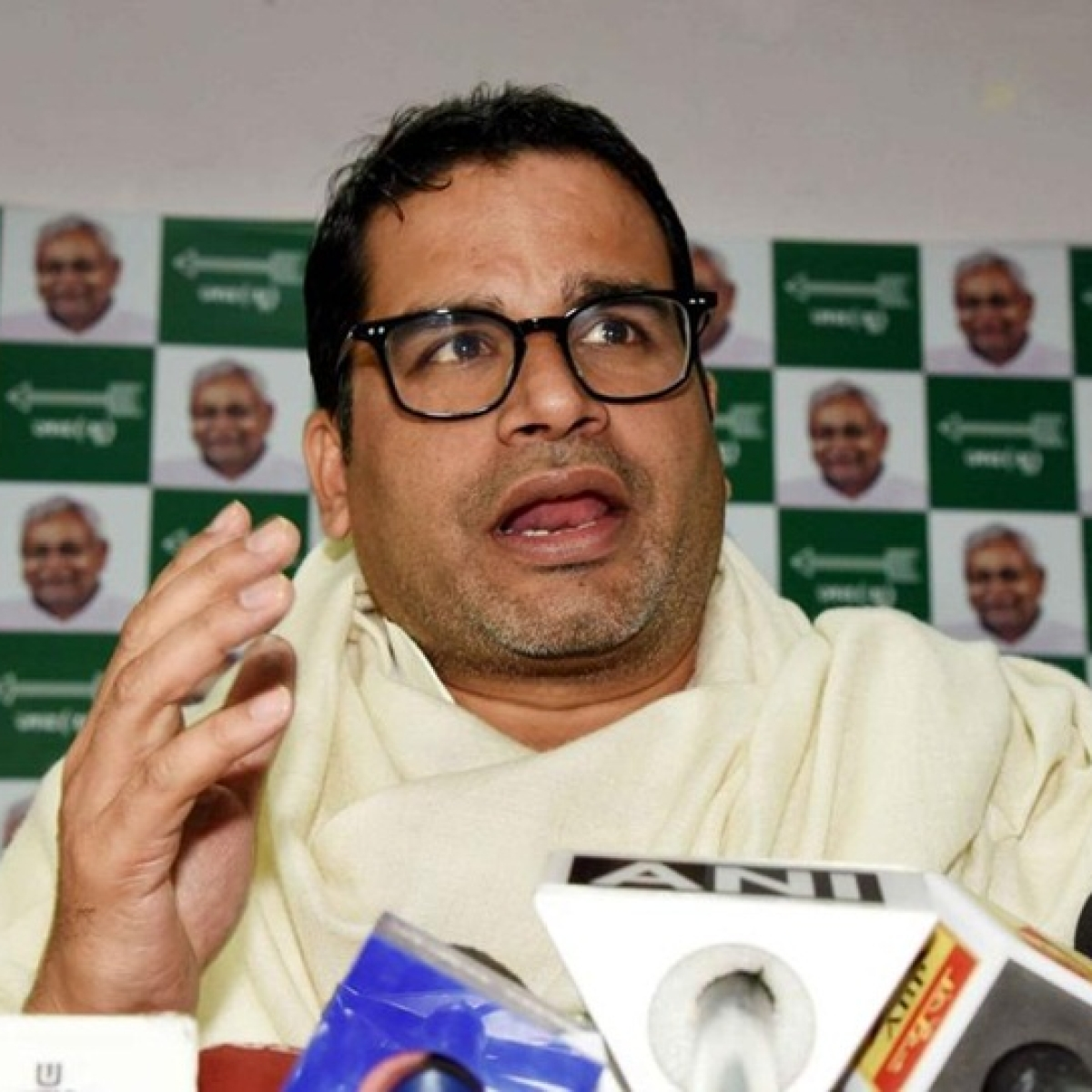 Prashant Kishor travels to West Bengal to help Mamata Banerjee government amid lockdown