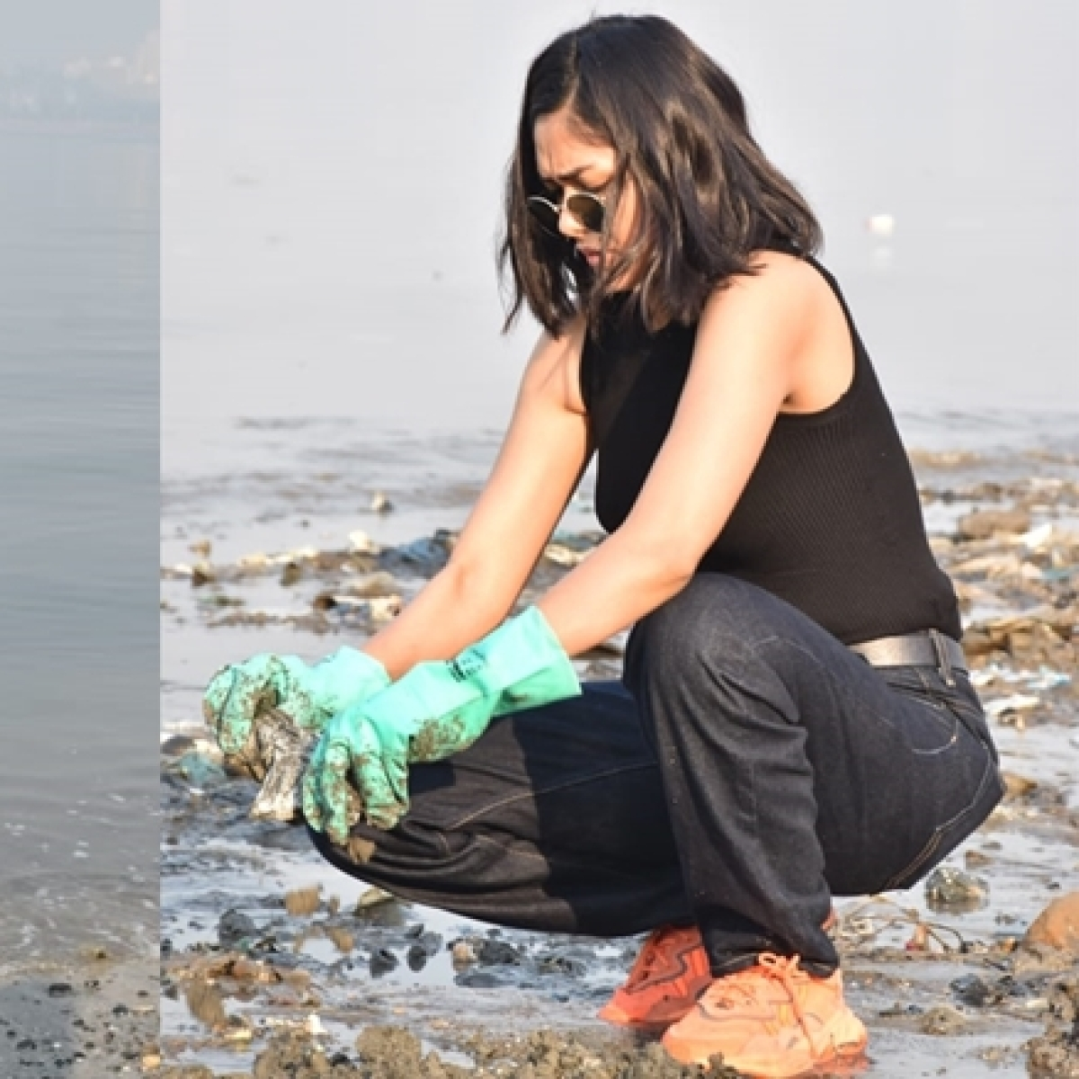 Dia Mirza, Mrunal Thakur at Mahim beach clean-up drive on Republic Day