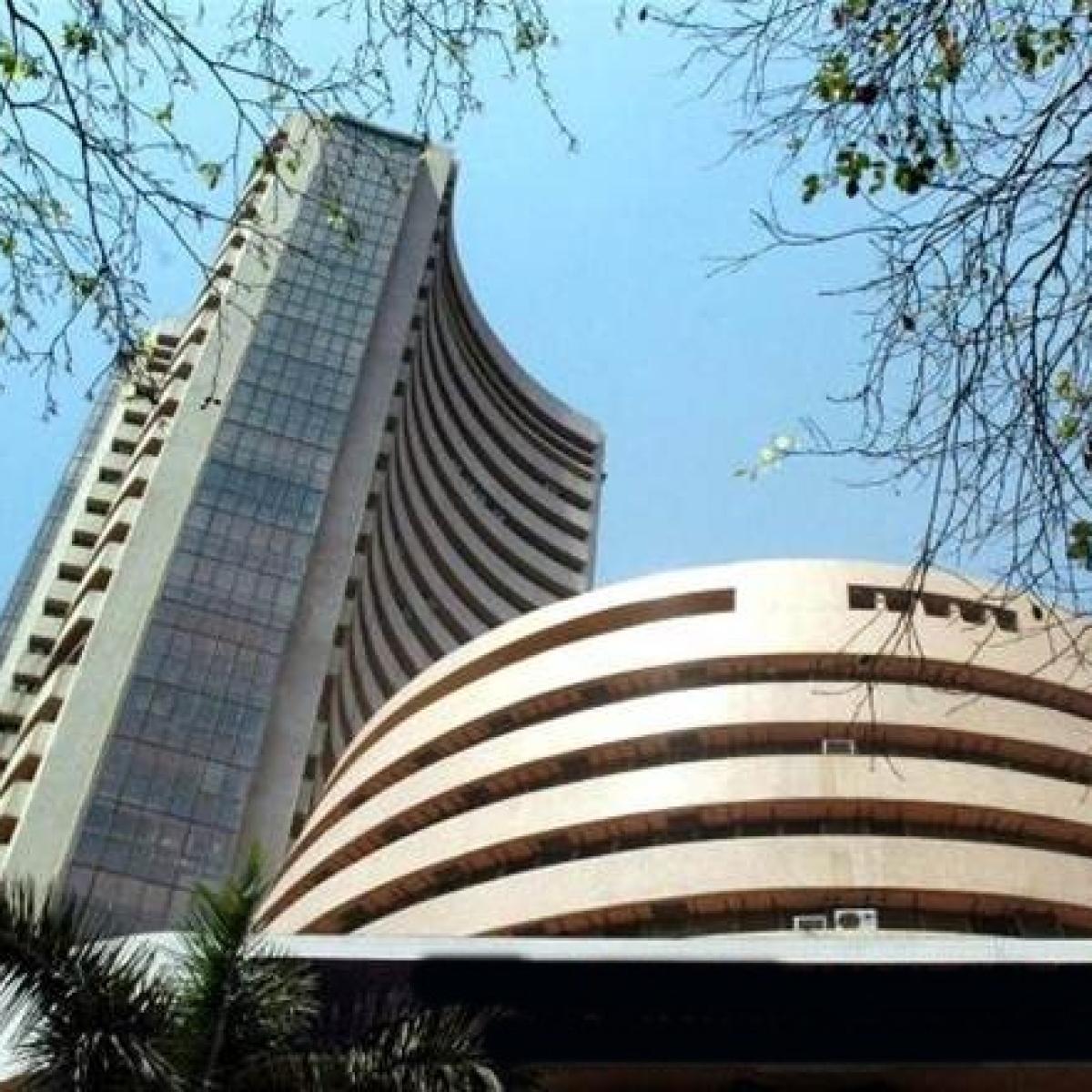 Sensex tumbles by 416 points, Kotak Mahindra Bank, RIL fall post Q3 earnings