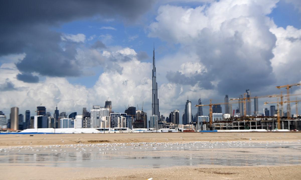 Heavy rain triggers flooding in Dubai