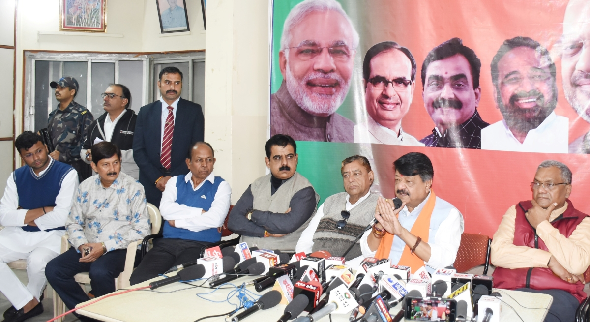 Indore: May hit below the belt if required, BJP leader Kailash Vijayvargiya's open threat to local officers
