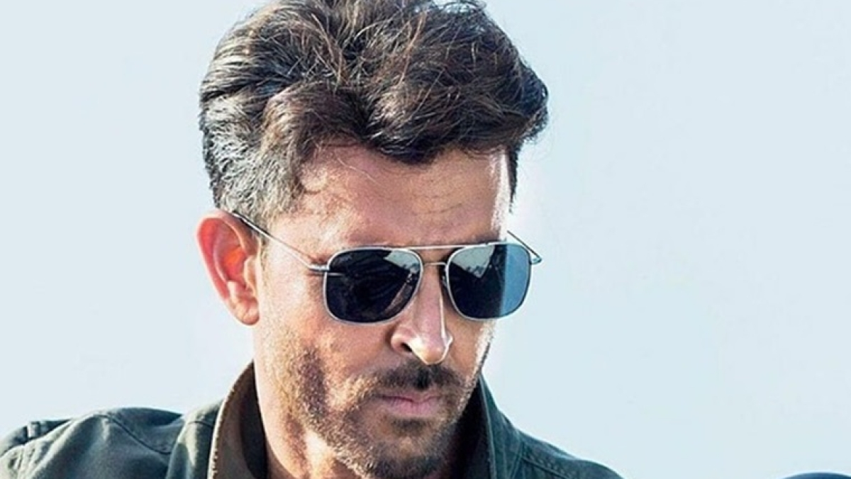 Hrithik Roshan turns real life superhero; to provide BMC workers with N95 and FFP3 masks