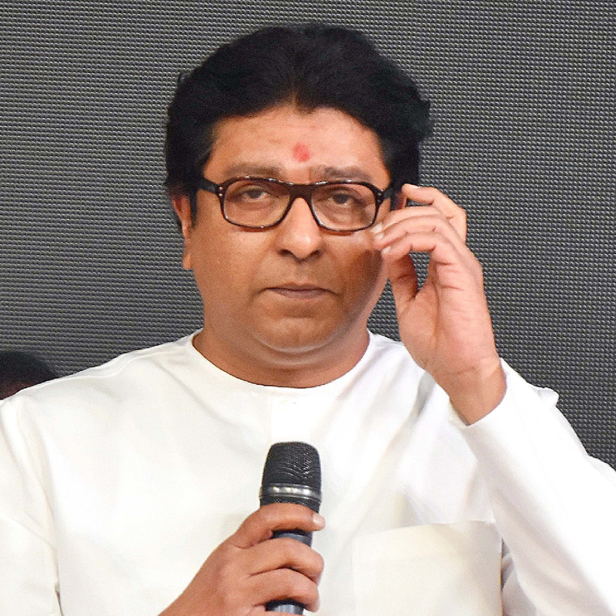 Raj Thackeray indicates shift to vocal Hindutva, targets `infiltrators'
