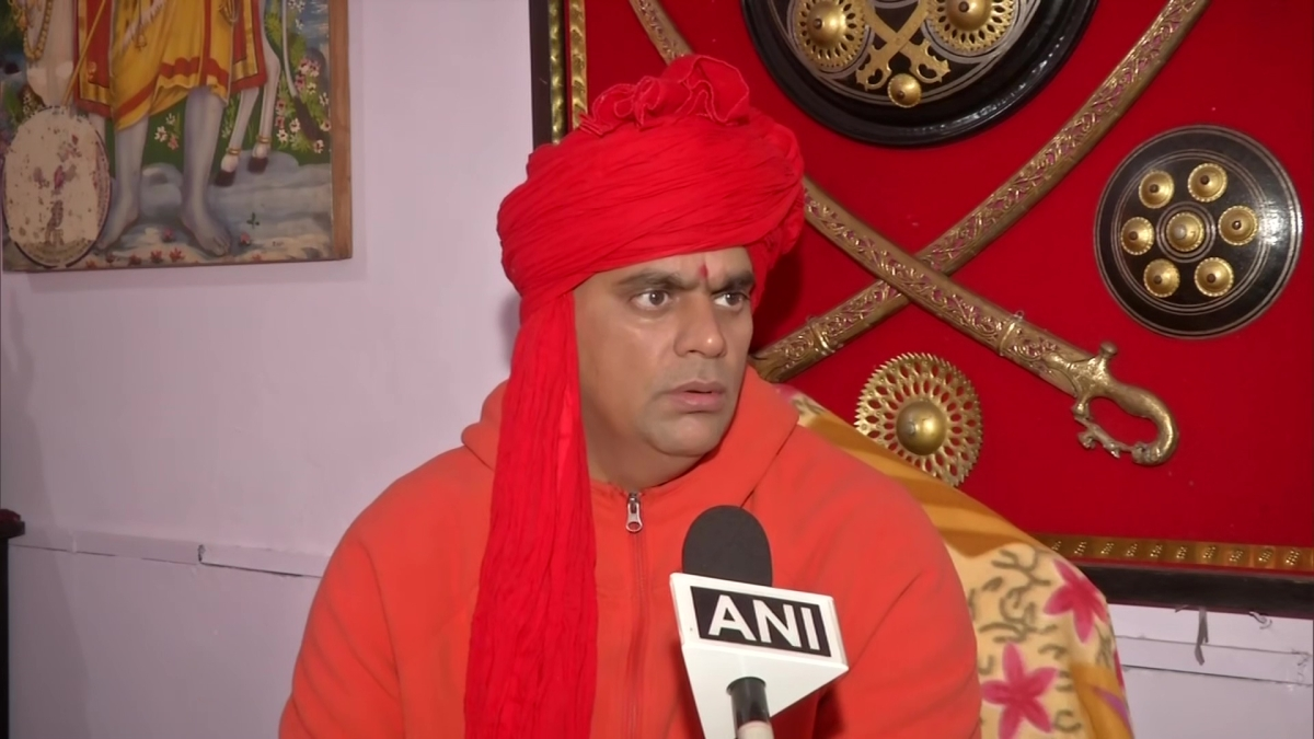 'We also heard Rahul is homosexual': Hindu Mahasabha President lashes out at Cong over Savarkar-Godse claims