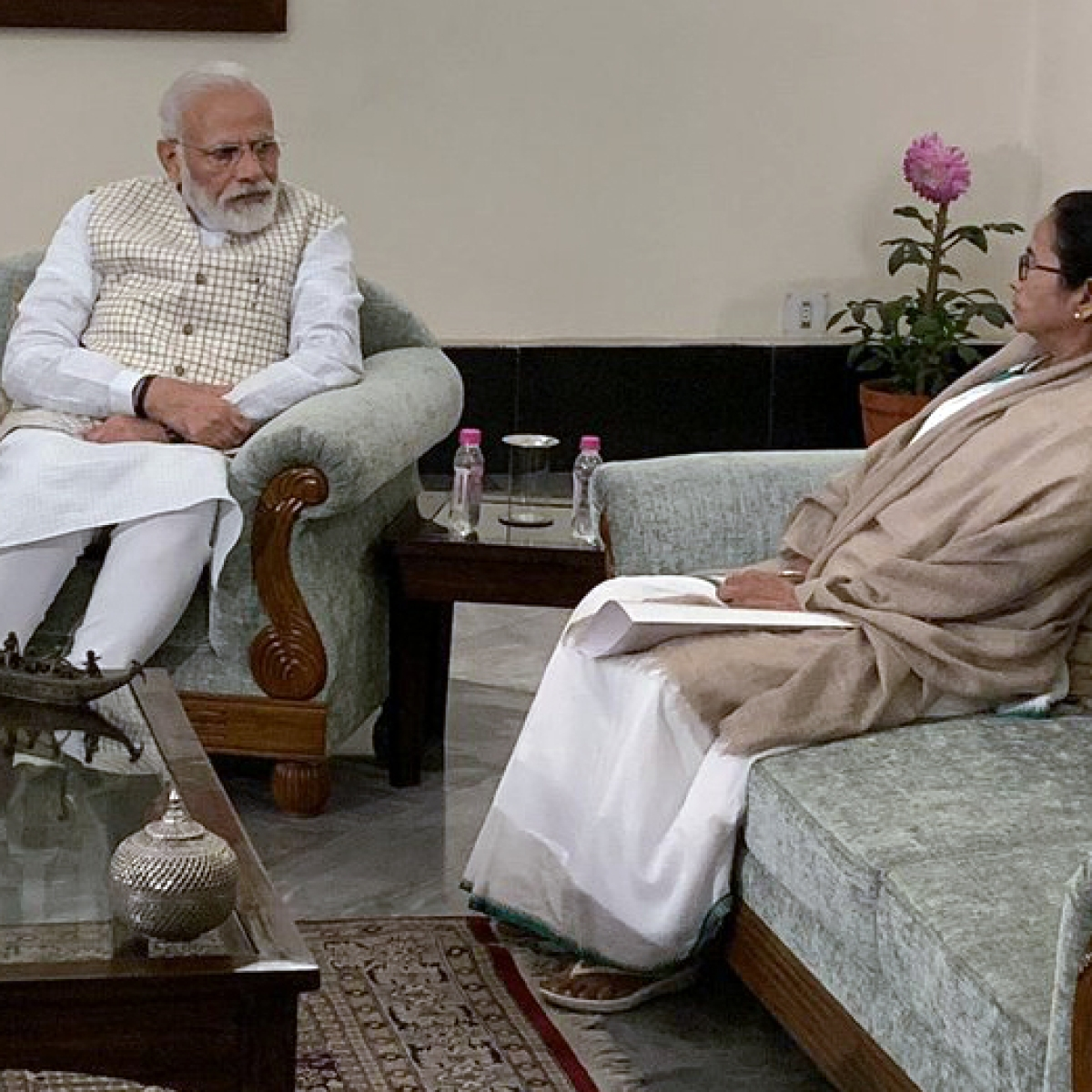'That awkward moment when you meet ur ex': The best memes and jokes after Modi and Mamata's frosty meeting