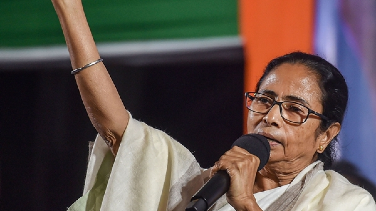 Coronavirus in India: Mamata Banerjee writes to Uddhav Thackeray, other CMs to help stranded migrant workers from Bengal