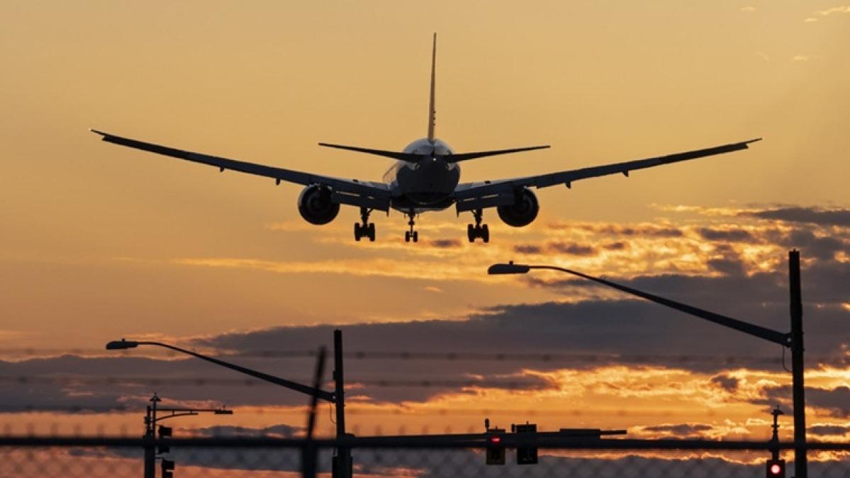 Ukrainian plane carrying 180 passengers crashes near Tehran