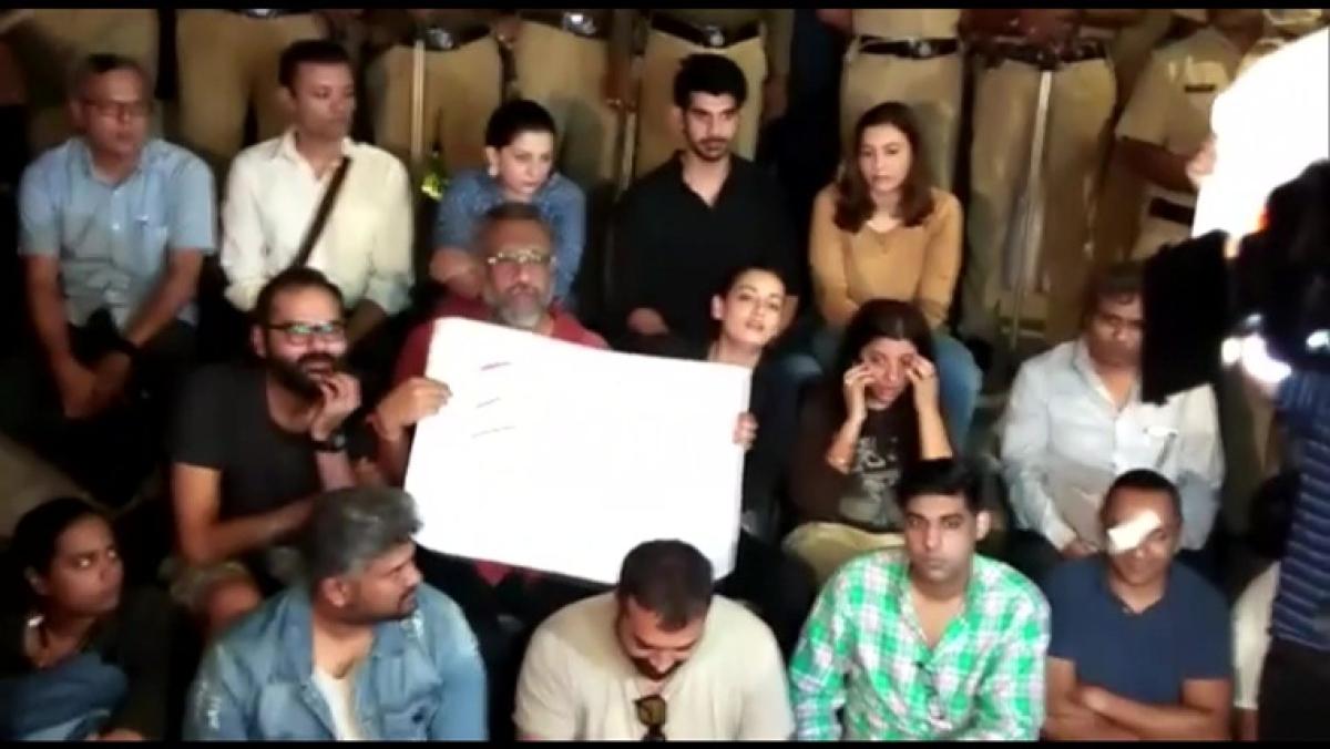JNU Violence: Anurag Kashyap, Vishal Dadlani join student protesting at Gateway of India