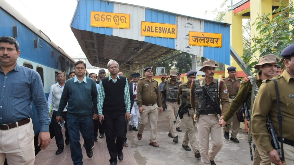 SER GM conducts annual inspection on Kharagpur-Bangriposi - Kharagpur section