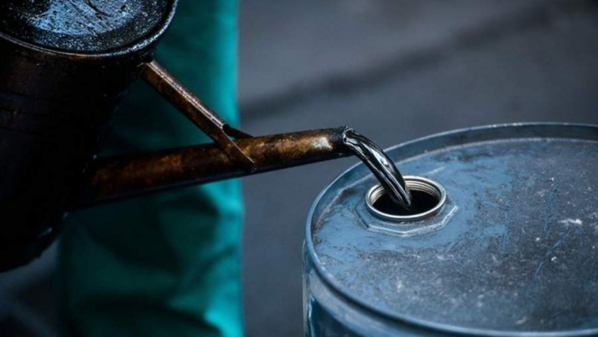 China pounces on crude as prices collapse, adds to stockpiles