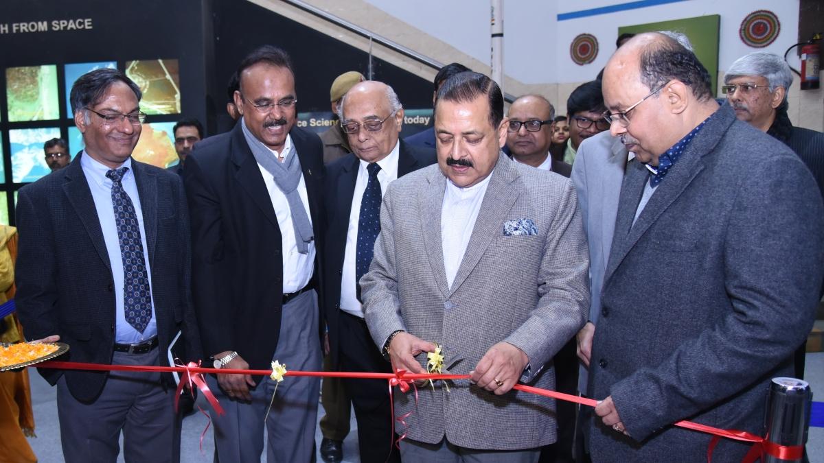 """Dr. Jitendra Singh inaugurates """"Vigyan Samagam"""" at National Science Centre, Delhi"""