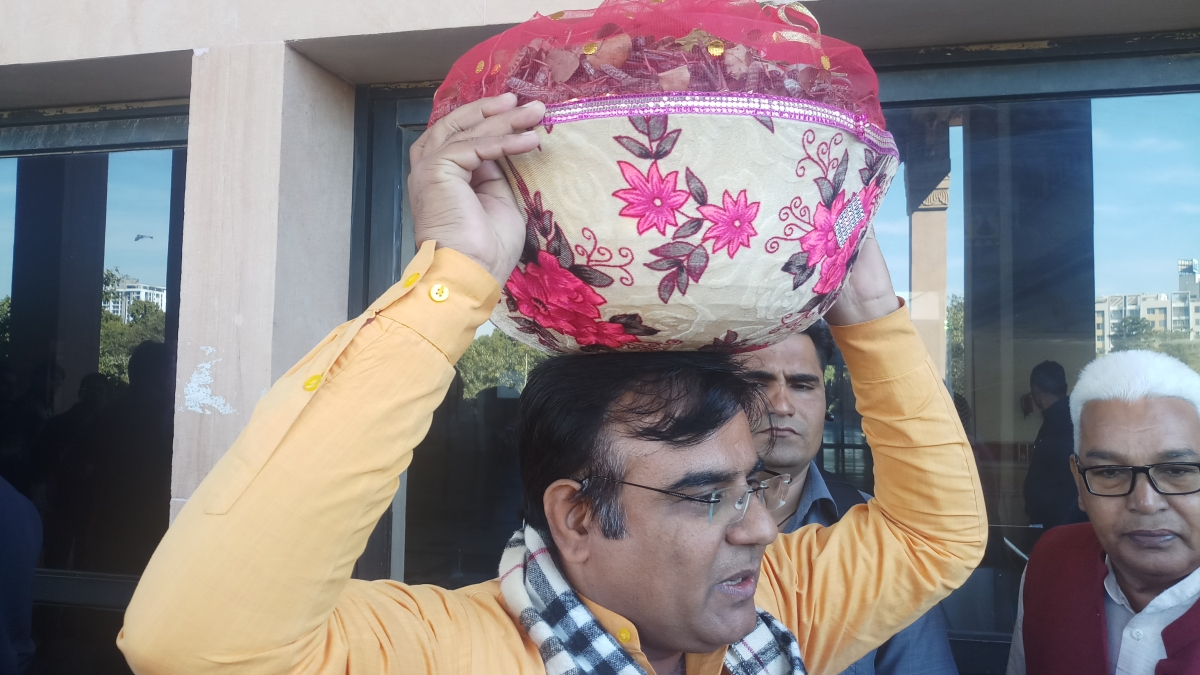 Rajasthan: BJP MLA Bihari Bishnoi brings basket full of dead locusts to Assembly, alleges govt apathy towards farmers