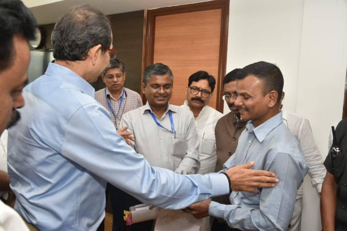 Maharashtra chief minister Uddhav Thackeray assures help to Mumbai student who sells peanuts to fund his studies