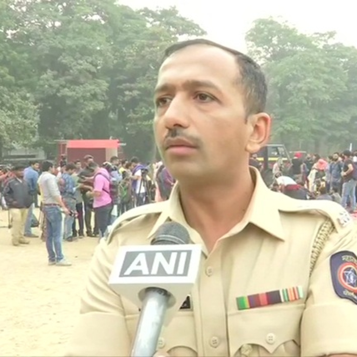 'Better toilets and water facilities': Mumbai cop politely explains why protesters were moved from Gateway to Azad Maidan