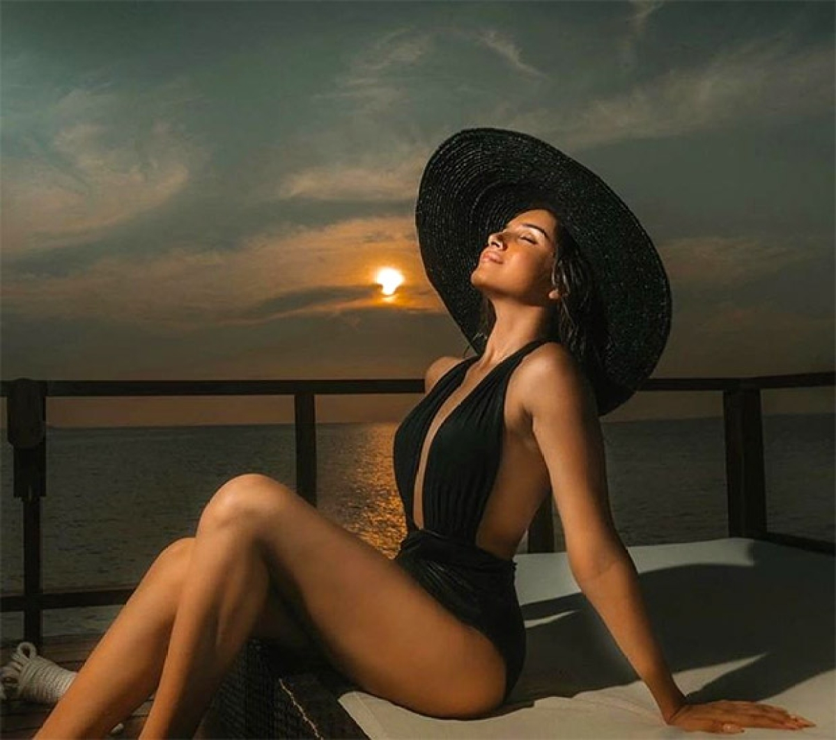 Tara Sutaria Images, HD Photos, Wallpapers, Latest Photoshoot...FabbyNews.com