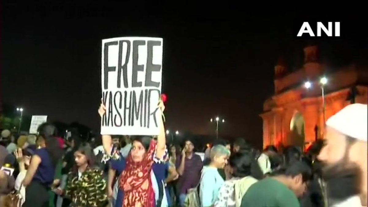 Mumbai Police book girl for 'Free Kashmir' placard