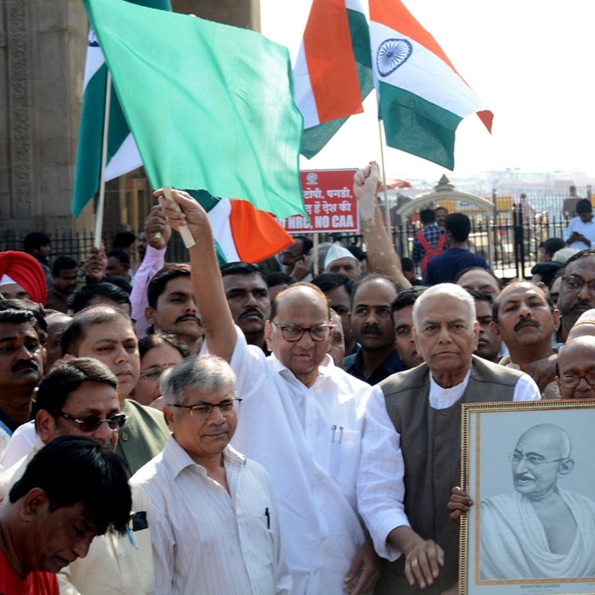 'Gandhi Shanti Yatra' flagged off from Gateway of India