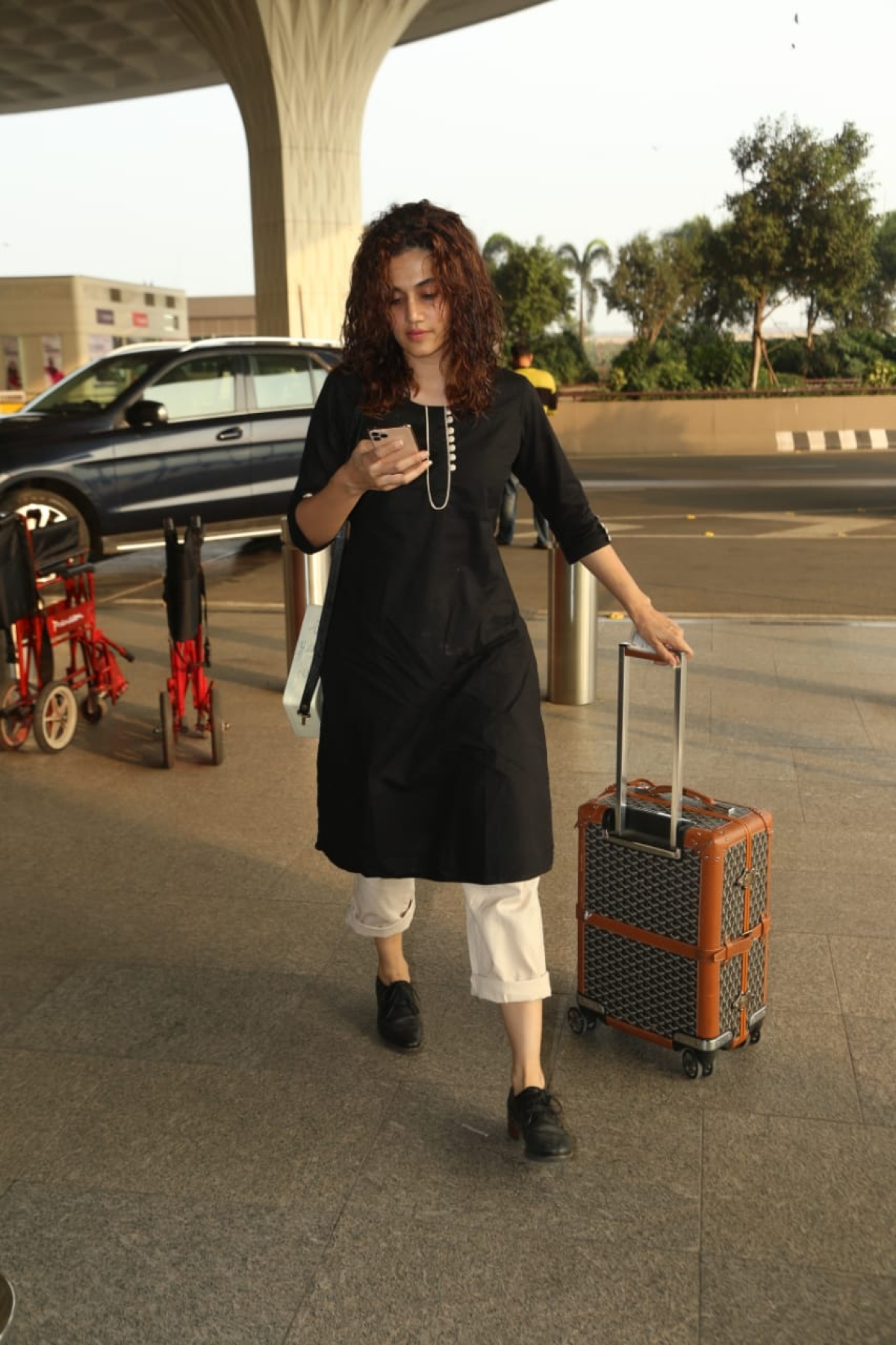 Cost of Taapsee Pannu's airport luggage can get you 62,000 Vada Pavs