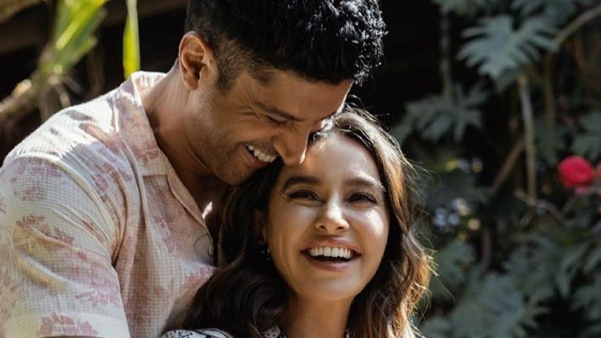 Farhan Akhtar, Shibani Dandekar spill love on the internet with their latest post