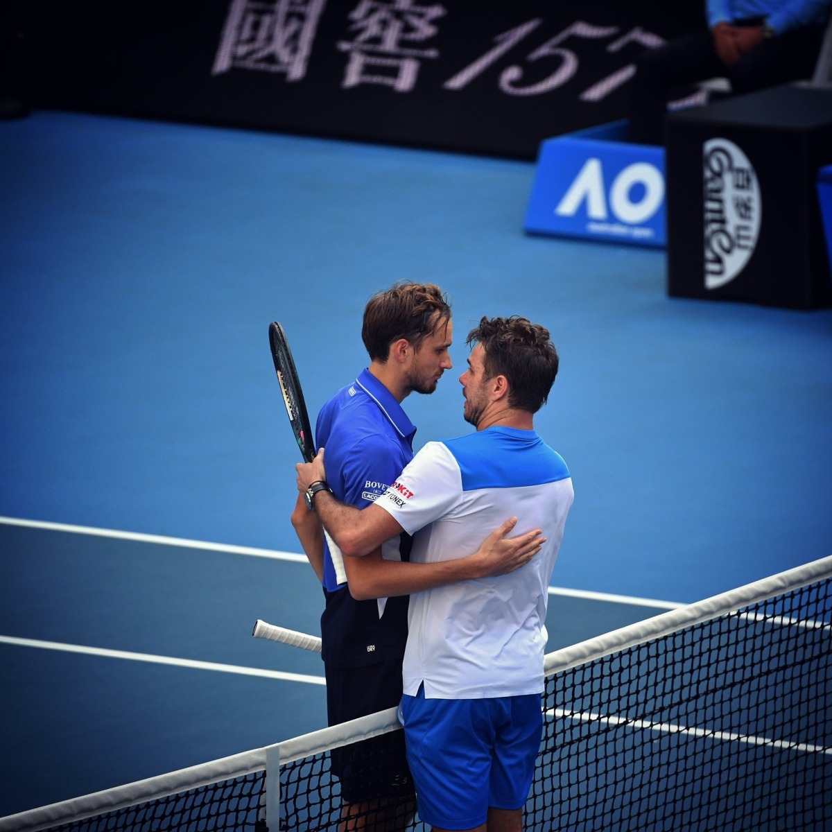 Australian Open: Vintage Wawrinka tricks Medvedev to reach quarters