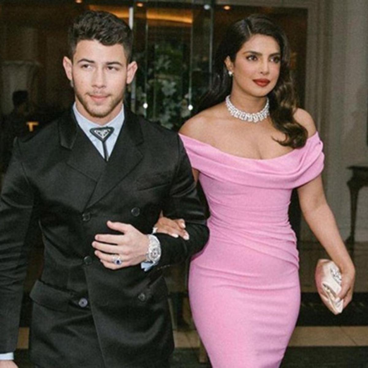 Doting wife Priyanka Chopra wipes off lipstick stains from Nick Jonas' lips at Golden Globes 2020