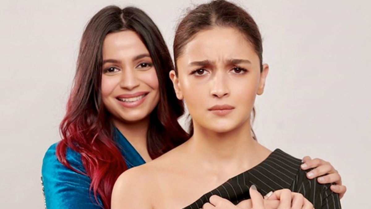 Alia Bhatt sports the cutest frown as she poses with sister Shaheen Bhatt