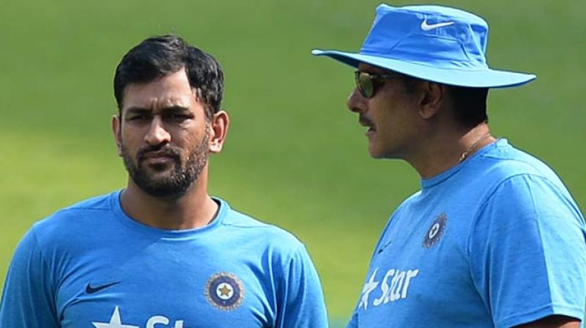 'He will not impose himself on the team': Shastri thinks Dhoni might 'soon end his ODI career'