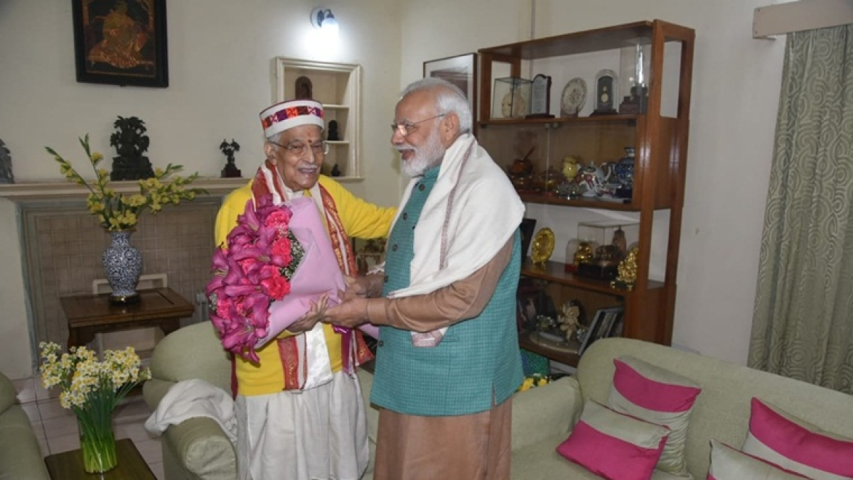 PM Modi meets Murli Manohar Joshi on his birthday, extends greeting