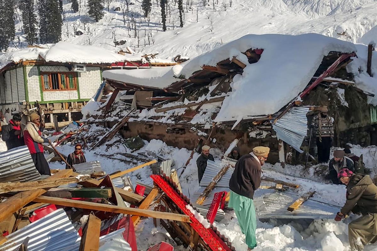 Pakistan: Heavy snowfall, rain kills 84