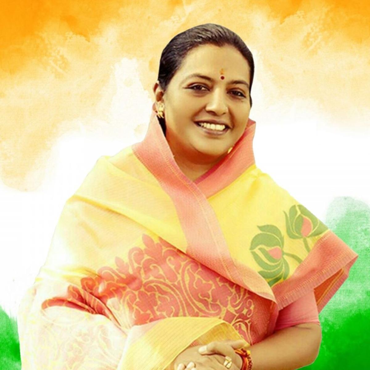 'Ye BJP me jayegi': Twitter trolls Maha minister Yashomati Thakur for saying 'touching a cow drives away negativity'