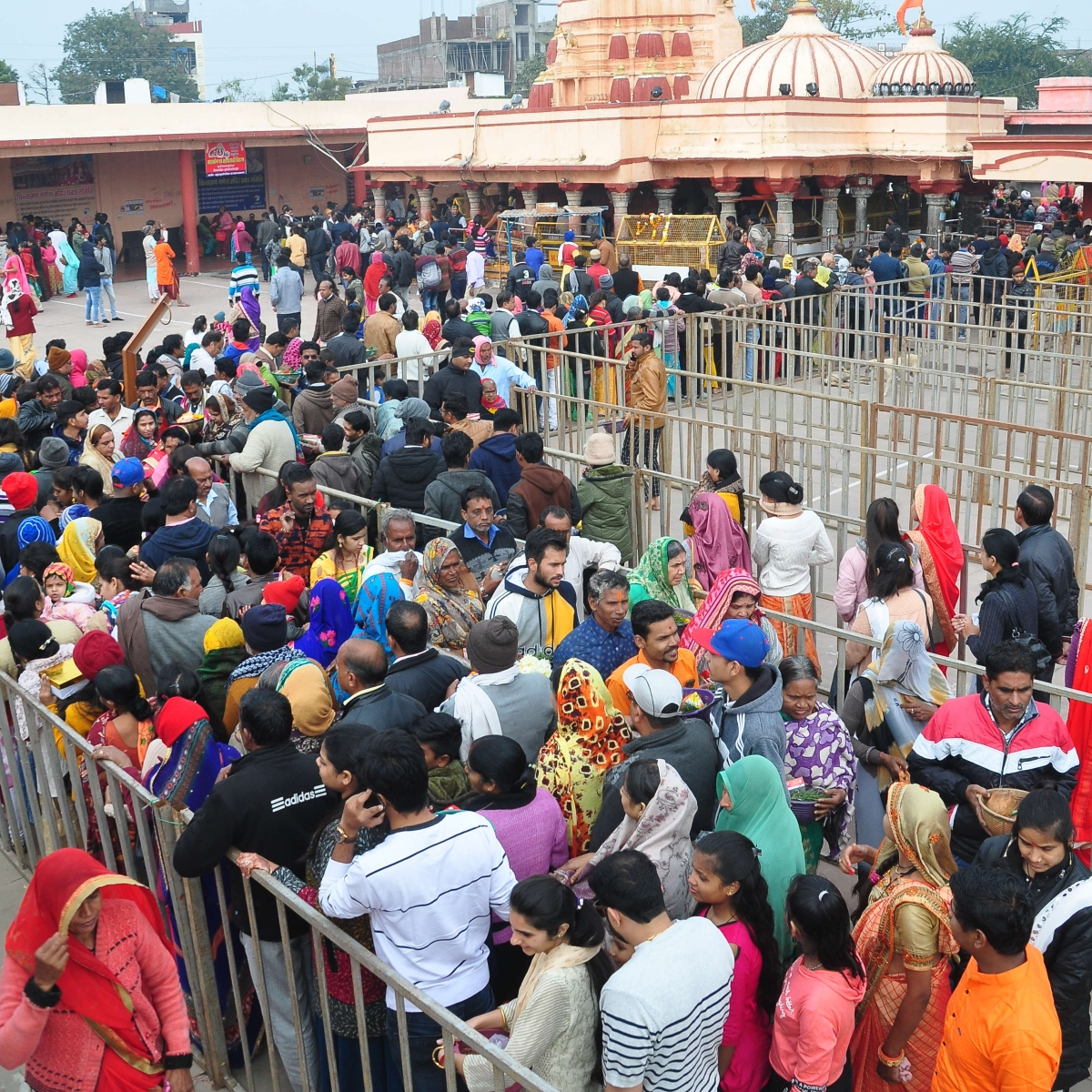 Ujjain: Devotees throng temples to begin New Year