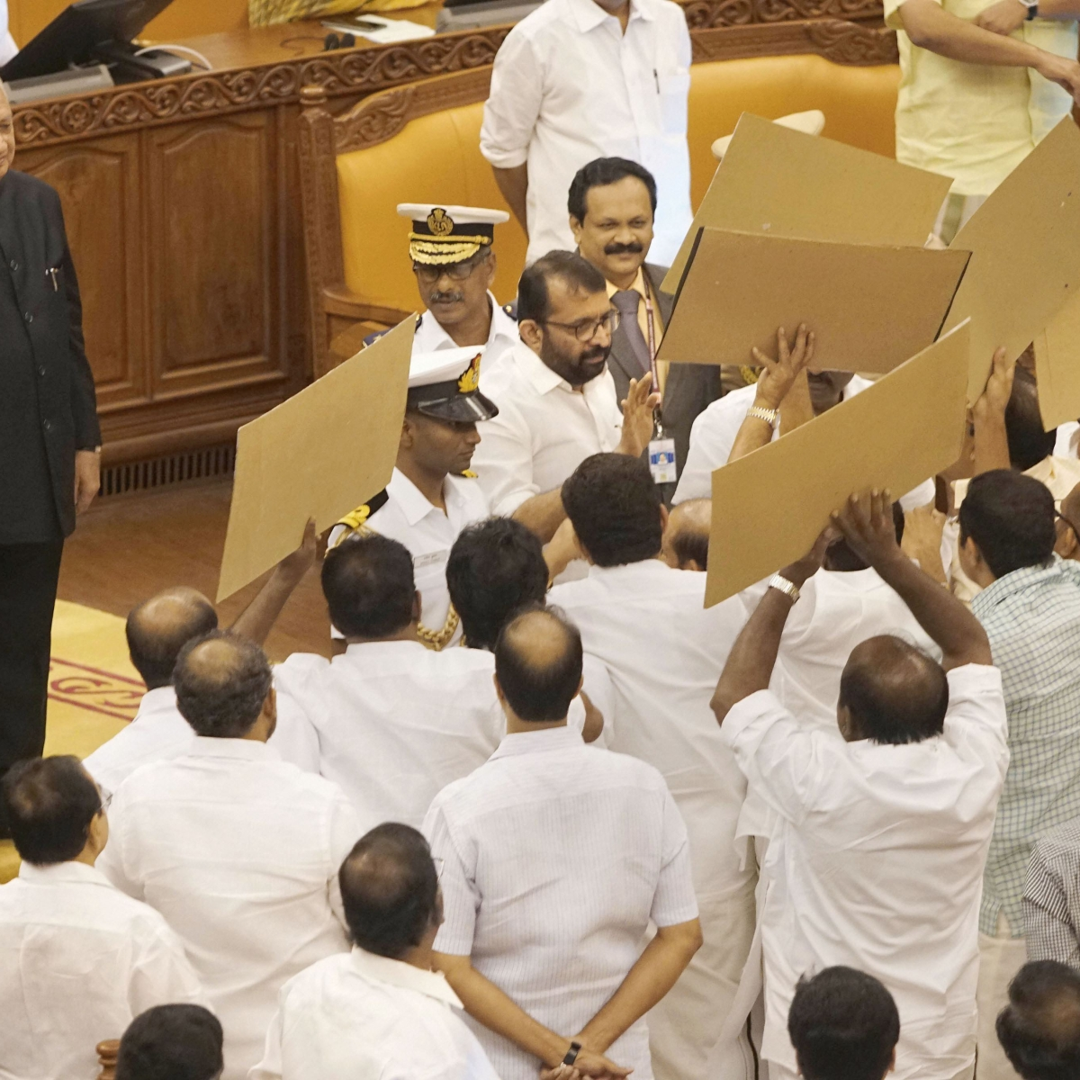 Kerala MLAs physically blocks governor in state assembly