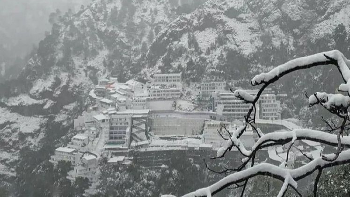 Traffic suspended on Jammu-Srinagar NH after fresh snowfall