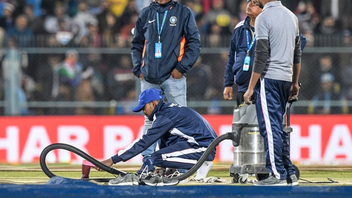 'What a shame!': Twitter mocks BCCI for using hairdryer to dry pitch in Guwahati