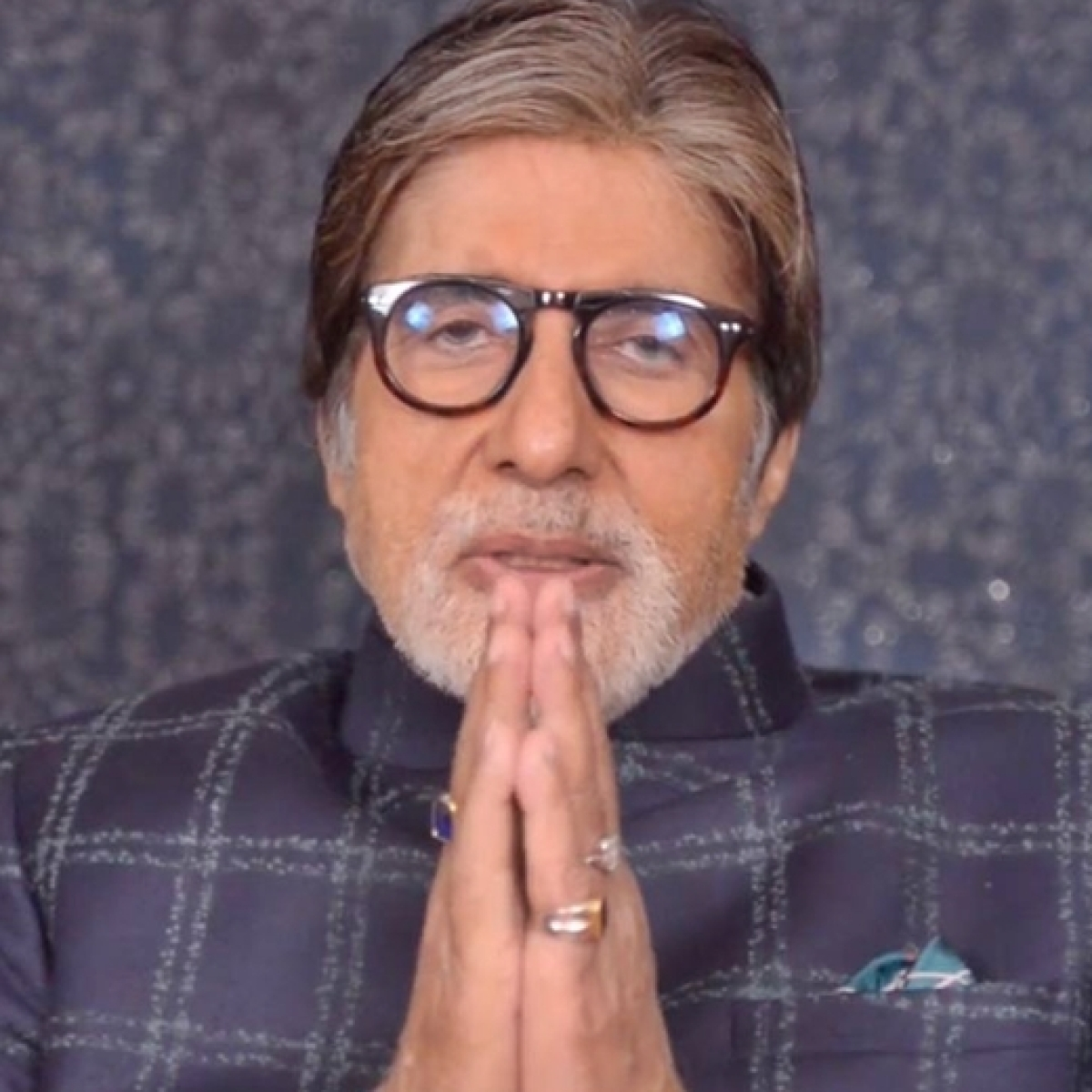 Amitabh Bachchan apologises for making an error while numbering his tweets